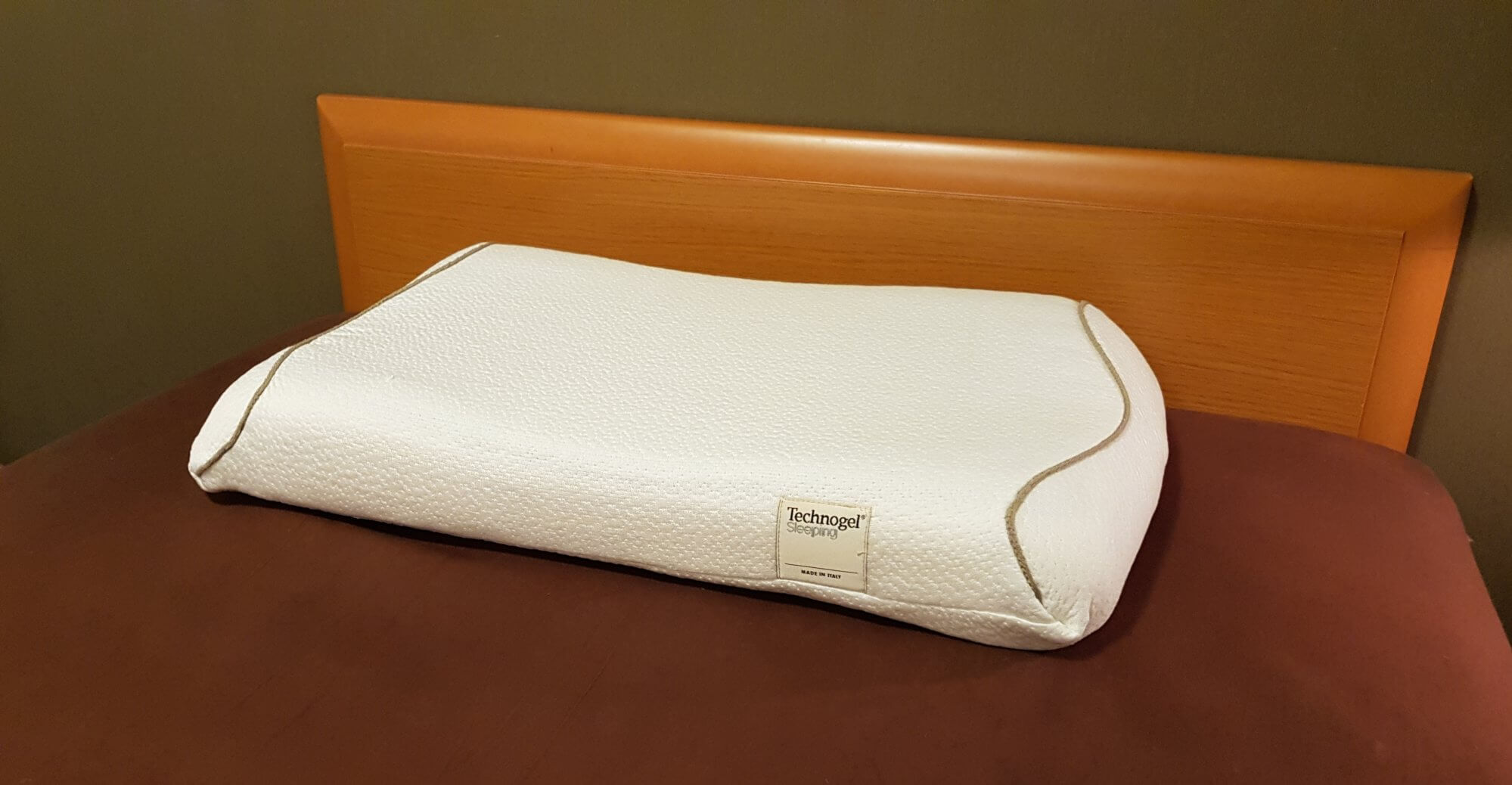 technogel-pillow-on-my-bed